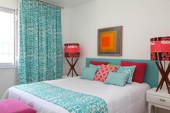 Almofadas decorativas coloridas Projeto de Gabriel Valdivieso