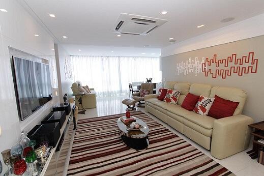 Almofadas decorativas em vermelho Projeto de Lorrayne Zucolotto