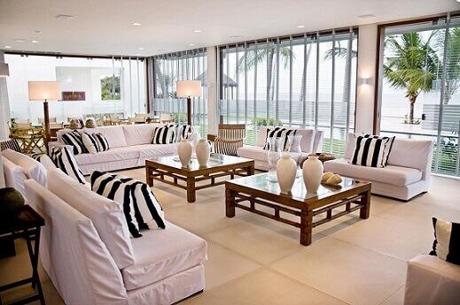 Almofadas decorativas listradas Projeto de Renato Teles Arquitetura