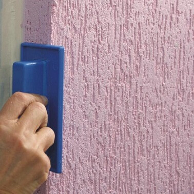 Aplicando o grafiato na parede