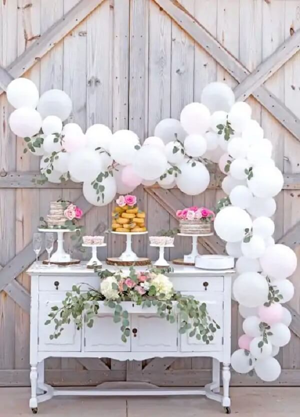 Bladders can make all the difference in simple wedding decor