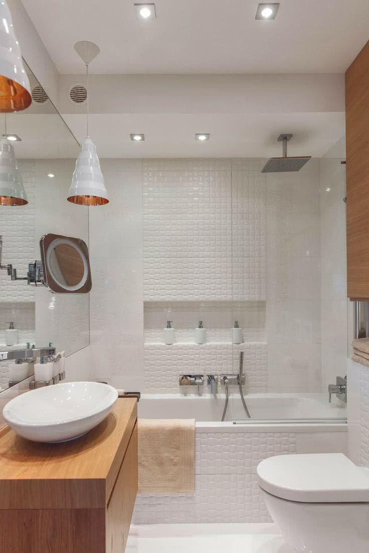 Banheira com chuveiro moderno
