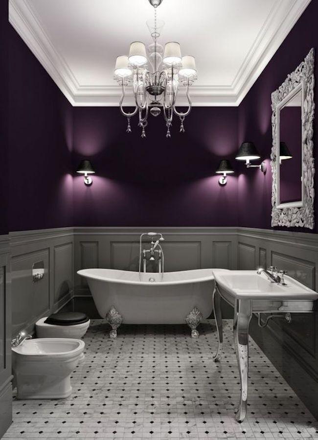 Banheiro moderno roxo e branco