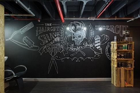 Barbearia com parede de tinta lousa Projeto de Daniel Carvalho