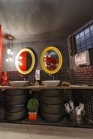 Base para pia de banheiro de artesanato com pneus Projeto de Lidici Melo