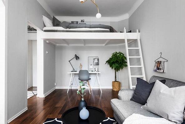 Cama suspensa em loft minimalista