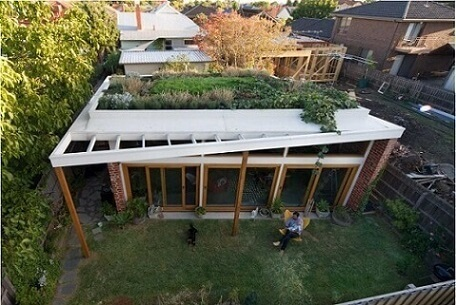 Casa moderna com telhado verde
