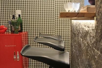 Casas modernas com toque de cor no frigobar vermelho Projeto de Casa On