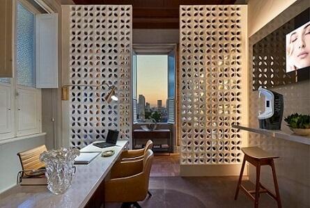 Cobogó branco no home office Projeto de Casa Cor MG 17