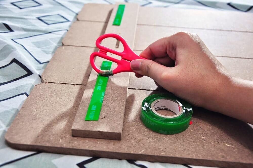 Como colocar quadro na parede sem furar