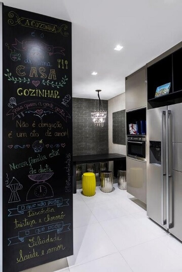 Cozinha planejada moderna com parede de tinta lousa Projeto de DD Show
