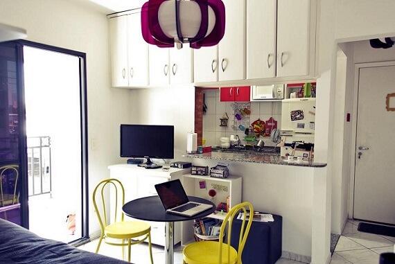 Decoração de apartamento pequeno com armários no home office Projeto de Casa Aberta