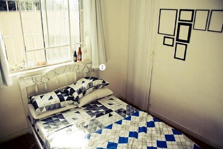 Decoração de apartamento pequeno com porta sanfonada