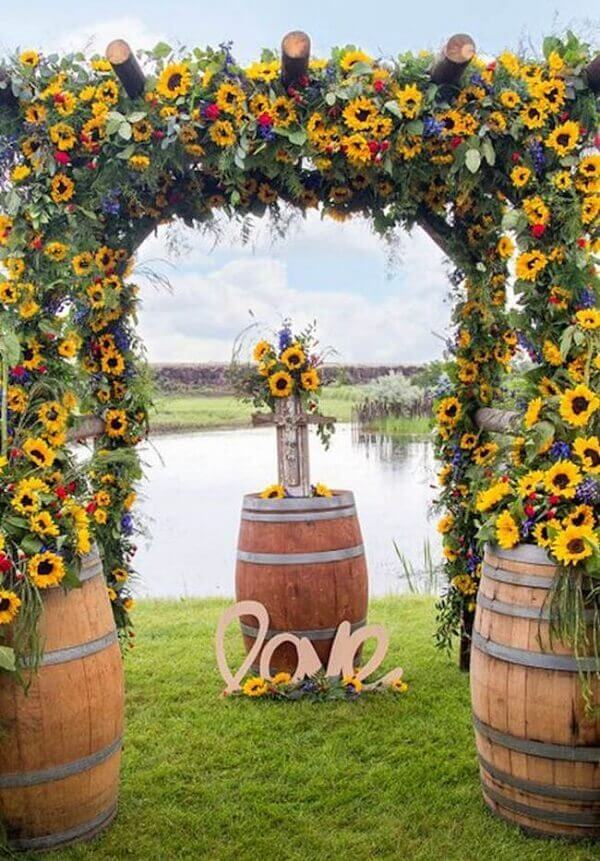 Simple wedding decoration with sunflower flowers