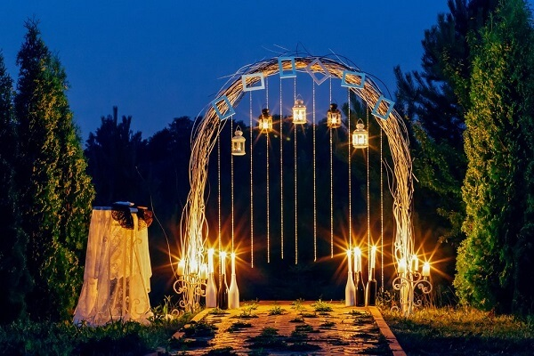Simple evening wedding decoration