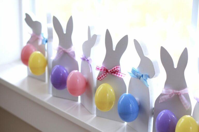 Decoração de páscoa com coelhinhos brancos