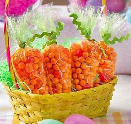 Decoração de páscoa com lembrancinha que simula cenoura