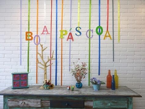 Decoração de páscoa com mural escrito Boa Páscoa