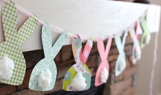 Decoração de páscoa com varal de coelhos de papel
