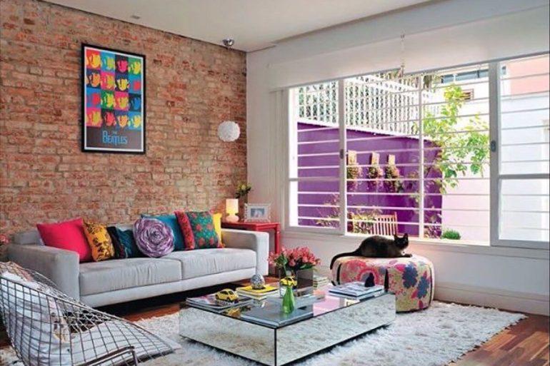 Decore a sala de estar com parede de tijolinho