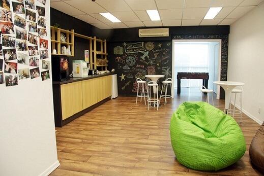 Escritório com paredes de tinta lousa Projeto de DH Arquitetura