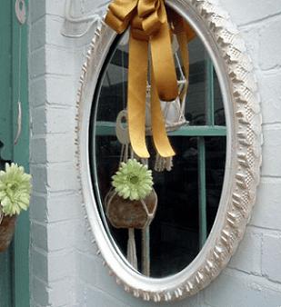 Espelho de artesanato com pneus de bicicleta