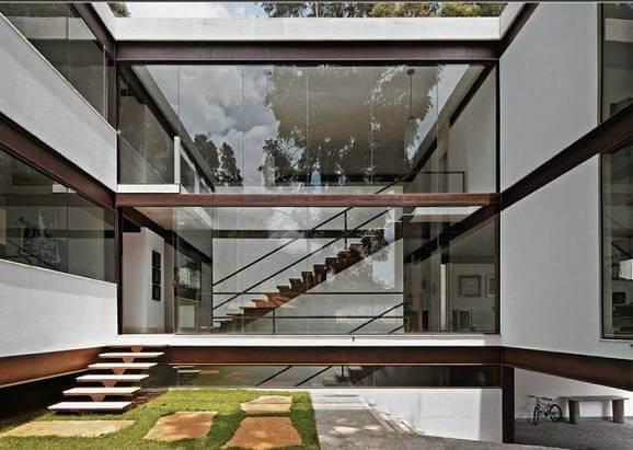 Fachadas de casas modernas com parede de vidro