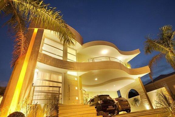 Fachadas de sobrados com iluminação de fachada Projeto de Aquiles Nicolas Kilaris