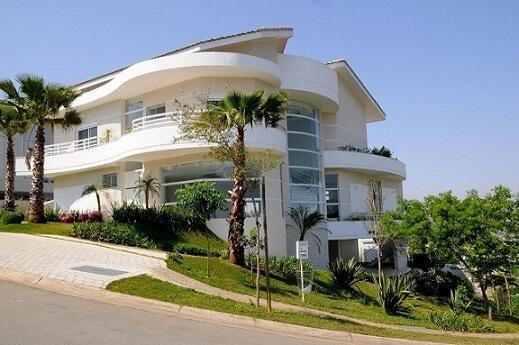 Fachadas de sobrados com jardim lateral Projeto de Aquiles Nicolas Kilaris