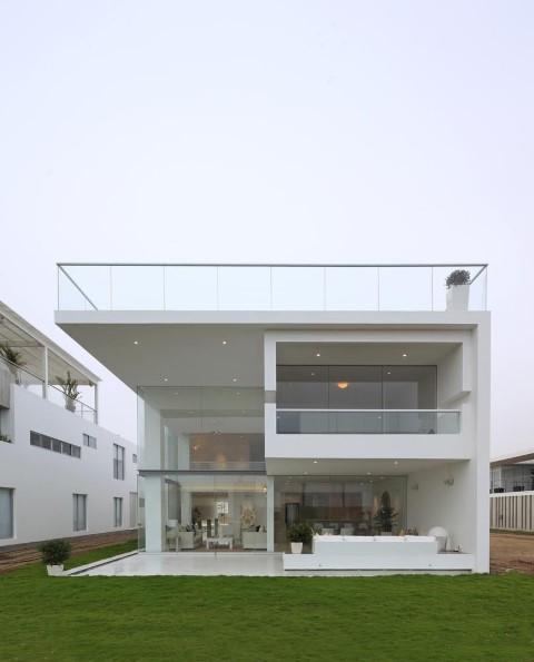 Frente de casas modernas branco e vidro Projeto de Jessica Carine Cunha