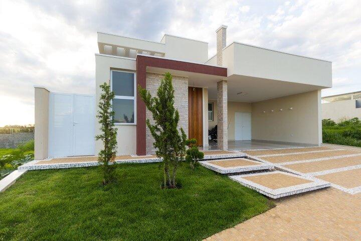 Frente de casas modernas com detalhe vermelho Projeto de SA Engenharia e Arquitetura