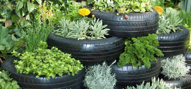 Horta com artesanato com pneus