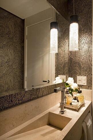 Lavabo com pia de mármore travertino Projeto de Solange Vale