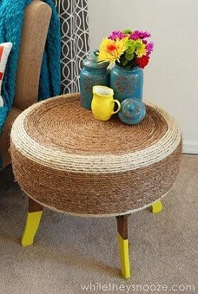 Mesa de canto de artesanato com pneus