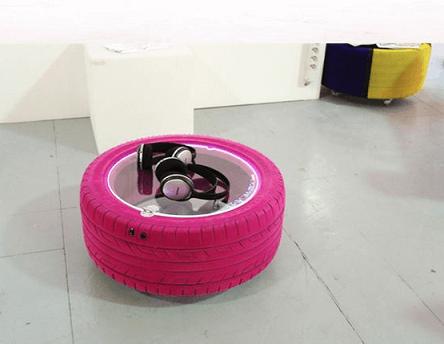 Mesinha de artesanato com pneus