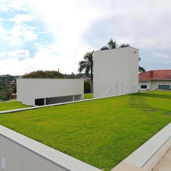 Modelo de telhado verde gramado