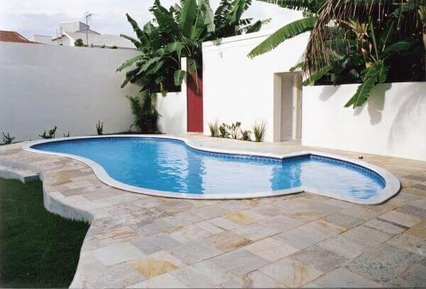 Modelos de piscina de alvenaria para quintais grandes