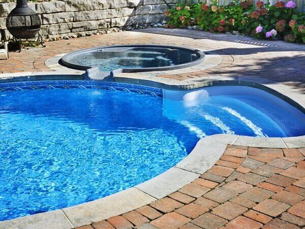 Modelos de piscina em alvenaria para residencia