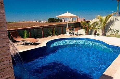 Modelos de piscinas com cascata Projeto de Jannini Sagarra Arquitetura