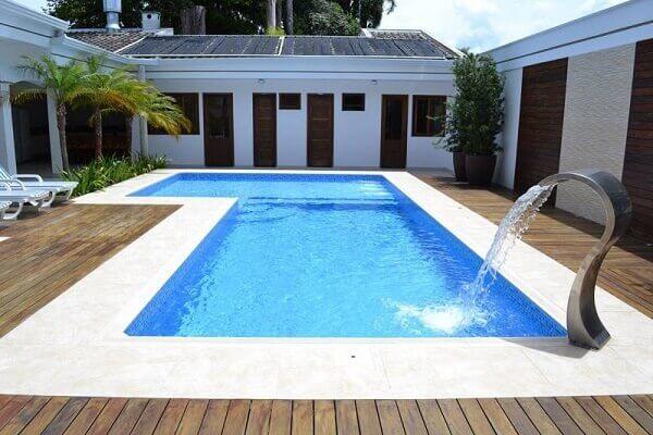 Modelos de piscinas de alvenaria com cascata