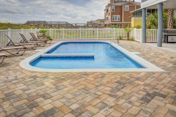 Modelos de piscinas de alvenaria para quintal grande