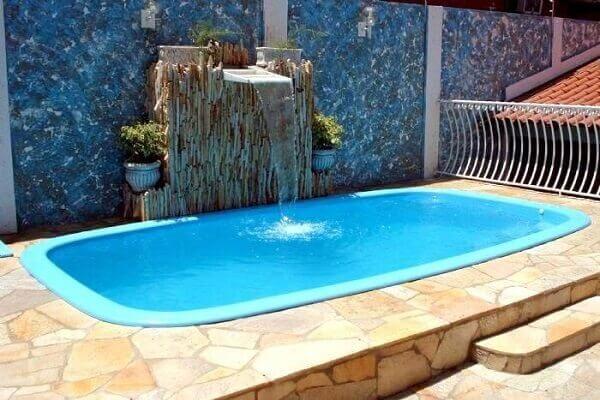 Modelos de piscinas de fibra com cascata