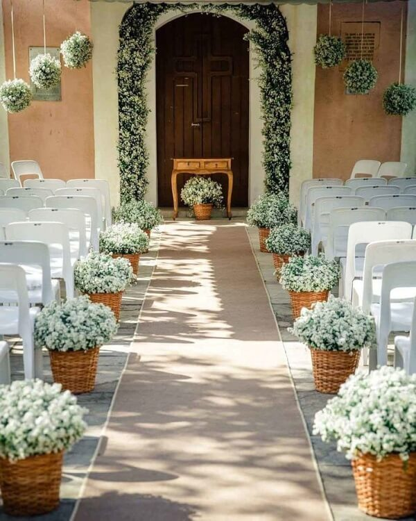 The bride's way can receive a special decoration with flower baskets