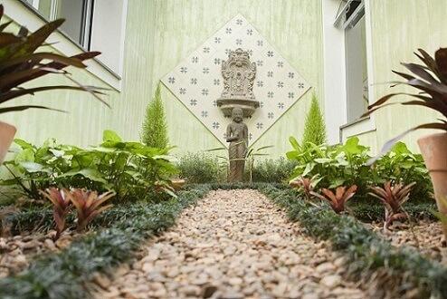 Plantas para jardim de inverno com fonte na parede Projeto TT Interiores