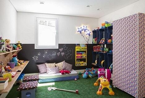Quarto de menino com parede de tinta lousa Projeto de Buji