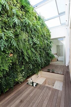 Sala de banho com telhado de vidro Projeto de Roberto Migotto