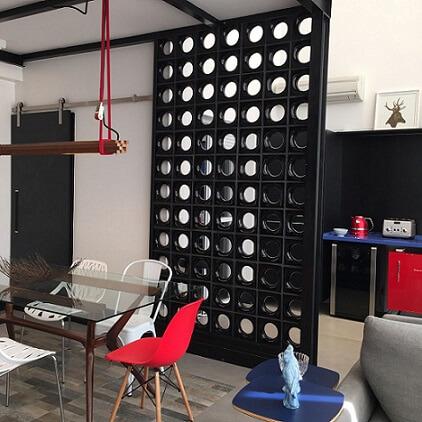 Sala de jantar separada da cozinha por cobogó Projeto de Ana Cristina Nigromalta