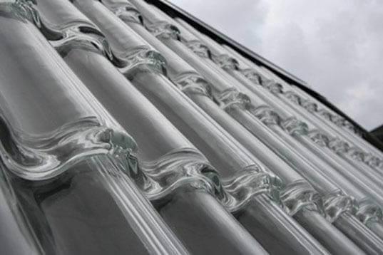 Telhado de vidro feito com telhas