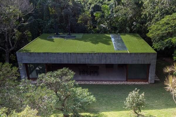 Troque o telhado convencional por um lindo telhado verde