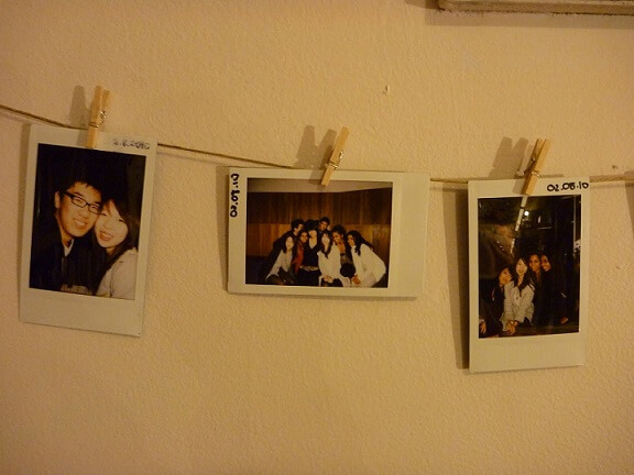 Varal de fotos com amigos